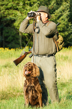 Jäger mit Jagdhund. Foto: © motivation1965 - Fotolia.com
